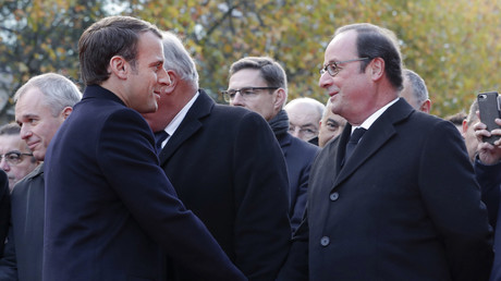 Emmanuel Macron et François Hollande le 13 novembre 2017, à Paris (illustration)