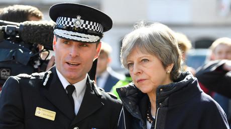 Le Premier ministre britannique Theresa May à Sailsbury où un ex-espion russe et sa fille ont été empoisonnés