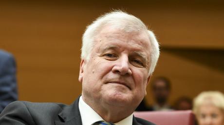 Le nouveau ministre allemand de l'Intérieur Horst Seehofer le 16 mars 2018 dans l'enceinte du Parlement bavarois à Munich.