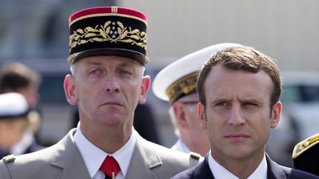 Emmanuel Macron et le chef d'état-major le général Francois Lecointre en juillet 2017.