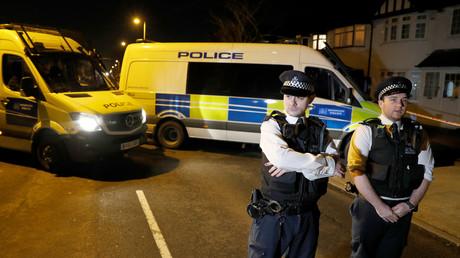 La police britannique en faction à New Malden, illustration