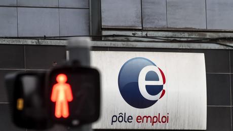 Les sanctions devraient être alourdies contres les demandeurs d'emploi qui refusent des «offres raisonnables» dans le projet de «Loi sur la liberté de choisir son avenir professionnel» qui sera présenté mi-avril.