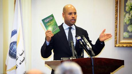 Le fils de l'ex-dirigeant libyen Mouammar Kadhafi, Saïf al-Islam, lors d'une conférence de presse tenue à Tripoli le 23 mars 2010 (image d'illustration)