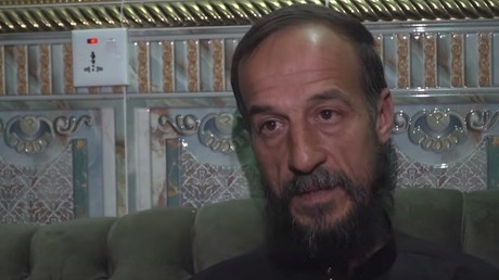D'anciens détenus d'Abou Ghraïb témoignent des sévices qu'ils ont vécus.