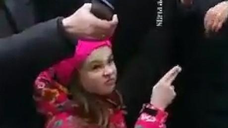 Jeux d'enfants : une fillette menace le gouverneur russe et enflamme les réseaux sociaux (VIDEO)