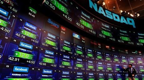 Cotation en direct des actions Facebook à l'intérieur de la salle de marché du Nasdaq, à New York en 2012 (illustration).