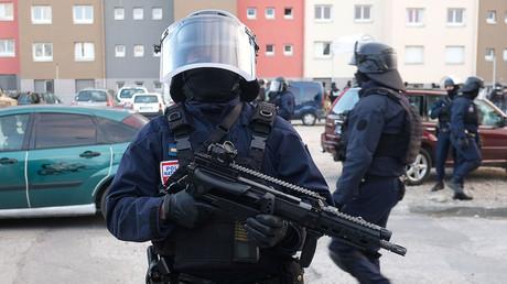 Les forces de sécurité dans la cité Ozanam de Carcassonne le 23 mars 2018, photo ©Eric CABANIS / AFP