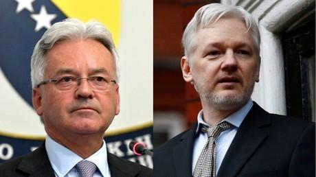 Photomontage représentant le secrétaire d'Etat britannique aux Affaires étrangères Alan Duncan et le fondateur de WikiLeaks Julian Assange (Illustation)