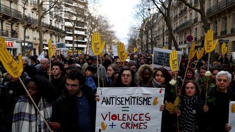 Pendant la marche blanche en hommage à Mireille Knoll, le 28 mars 2018 à Paris.