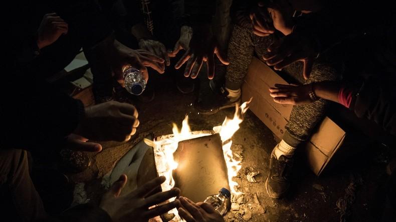Mineurs marocains isolés à Paris : désabusés, des riverains évoquent une «poudrière» (VIDEO)