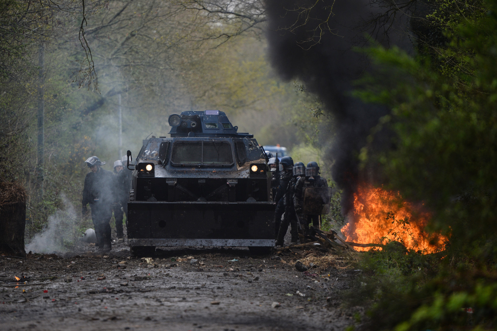 Violences, affrontements : le bilan des opérations d'expulsions de la ZAD de NDDL (PHOTOS, VIDEOS)
