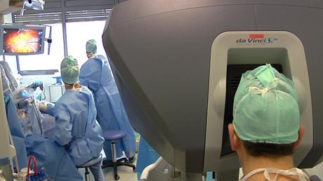 Une opération chirurgicale à l'hôpital Rangueil de Toulouse, 2015, illustration
