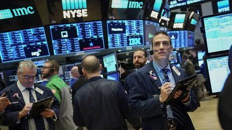 Le 4 avril 2018 à Wall Street, le Dow Jones perd 300 points après l'annonce de mesures de rétorsion commerciales par la Chine  sur une liste de 106 produits importés des Etats-Unis.