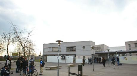 Le lycée Utrillo de Stains, en Seine Saint-Denis est en proie à des violences extrêmes qui ont mis à bout le personnel, les professeurs et les lycéens.
