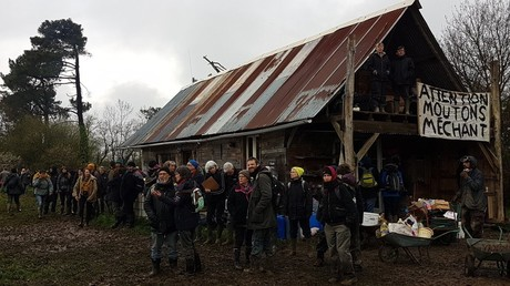 Evacuation à NDDL : les manifestants s'accrochent à leur ZAD (PHOTOS, VIDEOS)