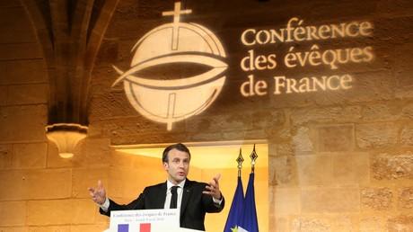 Emmanuel Macron lors de son discours à l'occasion de la Conférence des évêques de France à Paris, le 9 avril