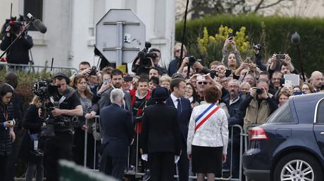 Emmanuel Macron à son arrivée à Berd'huis