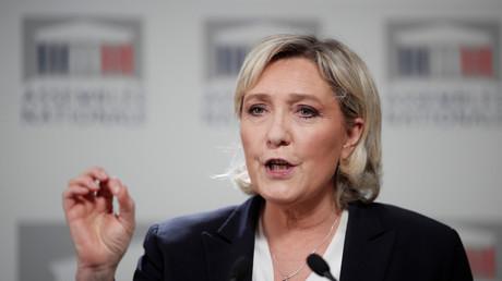 Marine Le Pen en conférence de presse à l'Assemblée nationale  le 16 avril