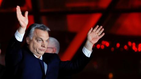 Viktor Orban fête la victoire lors d'un meeting