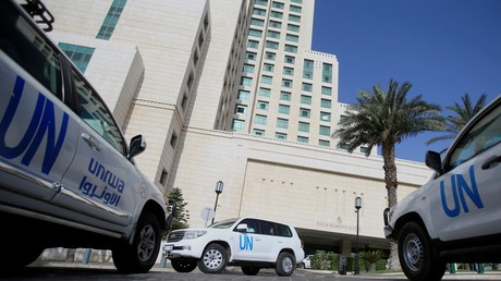 Les véhicules des Nations unies transportant les inspecteurs de l'OIAC, stationnés à Damas