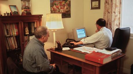 Image d'illustration d'une consultation entre un médecin et un patient