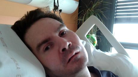 Vincent Lambert sur son lit d'hôpital en 2015.