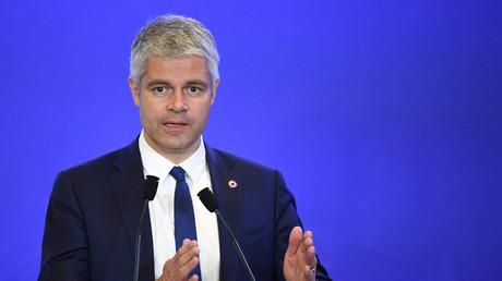 Laurent Wauquiez au quartier général des Républicains le 18 avril au cours d'un discours sur l'immigration.