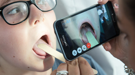 La téléconsultation par ordinateur ou Smartphone, c'est pour bientôt ? Image d'illustration