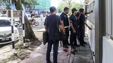 La police mène l'enquête sur les lieux de l'assassinat à Kuala-Lumpur, 21 avril