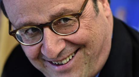 L'ancien président français Francois Hollande le 14 avril 2018 dans une librairie de Tulle, illustration