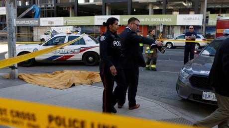 Dix morts après qu'une camionnette a foncé dans la foule à Toronto : ce que l'on sait