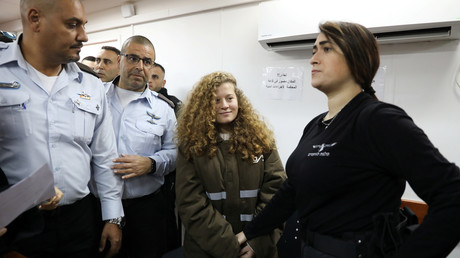 La jeune palestinienne Ahed Tamimi, âgée de 17 ans, condamnée à huit mois de prison et 1 166 euros d'amende pour avoir giflé un militaire israélien.