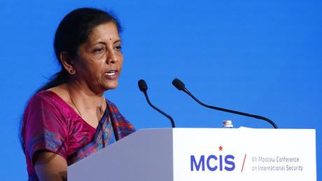 La ministre indienne de la Défense Nirmala Sitharaman prononçant un discours à la Conférence annuelle sur la sécurité internationale de Moscou, le 4 avril 2018.
