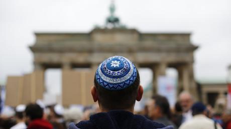 Allemagne : plutôt qu'une kippa, mieux vaut-il porter «une casquette de baseball» ?
