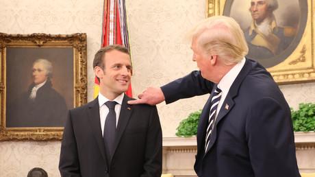 Une humiliation ? Macron revient sur la scène des «pellicules» avec Trump (VIDEO)
