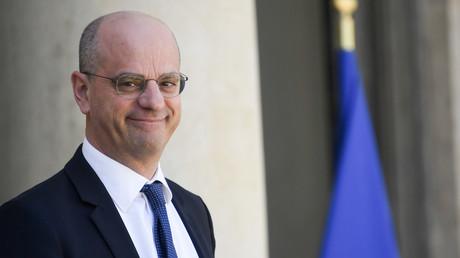 Le ministre français de l'Education nationale Jean-Michel Blanquer le 27 avril 2018 dans la cour de l'Elysée à Paris.
