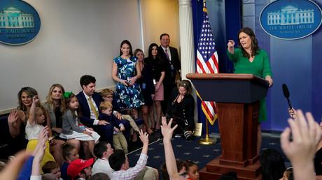 Des enfants demandent à la porte-parole de la Maison Blanche de justifier les frappes en Syrie