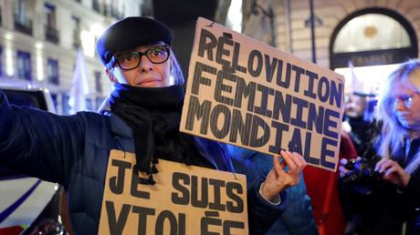 Une activiste féministe à Paris en novembre 2017