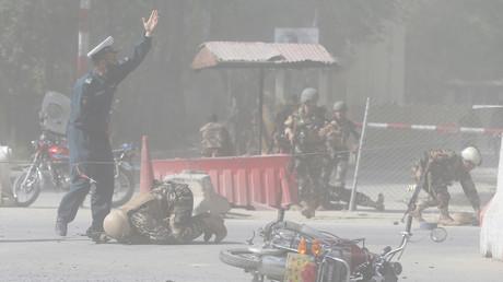 Des forces de sécurité afghanes après une explosion le 30 avril 2018 à Kaboul.