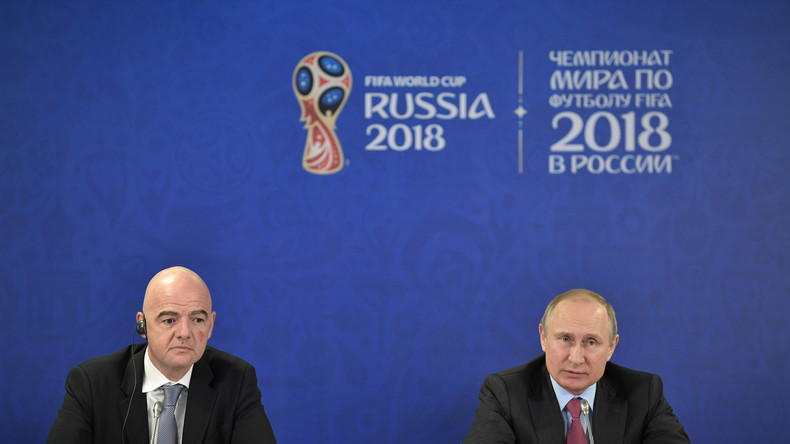 Vladimir Poutine encourage les organisateurs de la Coupe du monde (VIDEO)