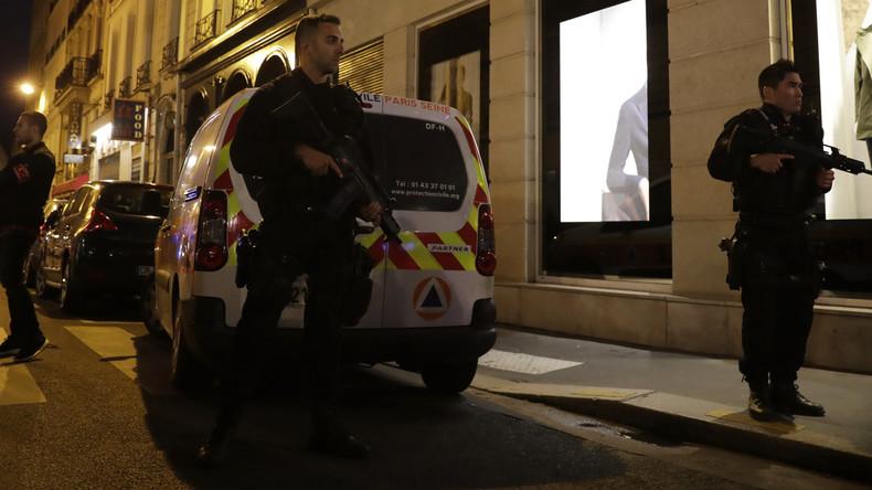 Attaque au couteau à Paris : au moins un mort et plusieurs blessés, l'assaillant tué