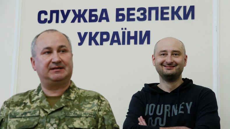 Le journaliste russe Arkadi Babtchenko «assassiné» à Kiev est vivant et apparaît devant la presse