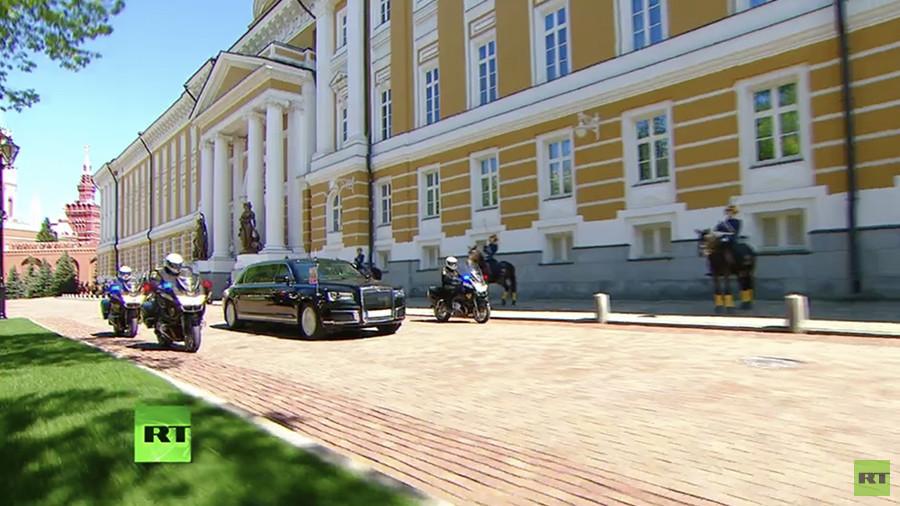 La limousine présidentielle flambant neuve de Poutine dévoilée lors de son investiture (IMAGES)