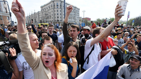 Des opposants au pouvoir lors d'une manifestation non-autorisée à Moscou, le 5 mai