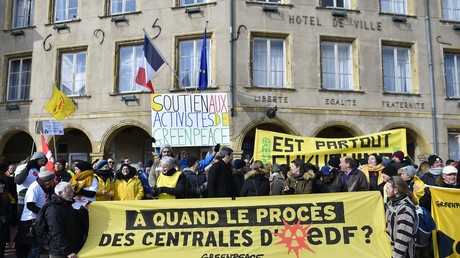 Greenpeace manifestait en février 2018  pour soutenir huit activistes de l'ONG, interpellés après avoir pénétré dans la centrale de Cattenom
