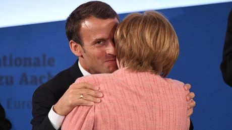 Emmanuel Macron et Angela Merkel lors de la remise du prix Charlemagne le 10 mai 2018 à Aix-la-Chapelle