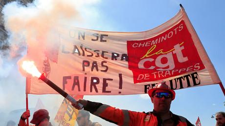 SNCF : les syndicats vont faire voter les salariés sur la réforme, le gouvernement maintient le cap