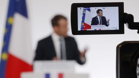 Emmanuel Macron joue son propre rôle dans un film coréalisé par Romain Goupil et Daniel Cohn-Bendit