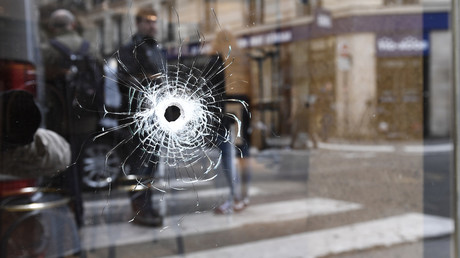 Un impact de balle, rue Monsigny à Paris, photo ©Eric FEFERBERG / AFP