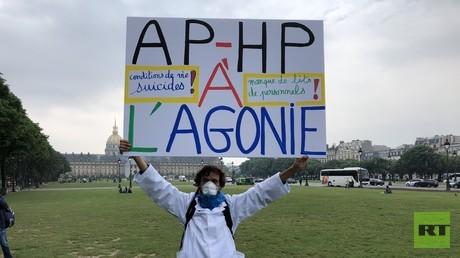 Le célèbre manifestant Jean-Baptiste était présent à Paris pour soutenir les hospitaliers en grève